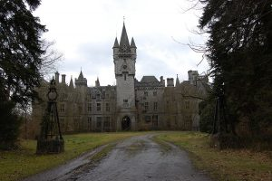800px-Castle_Miranda_front_side