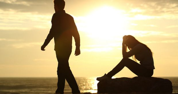 bigstock-Couple-Silhouette-Breaking-Up--85806257