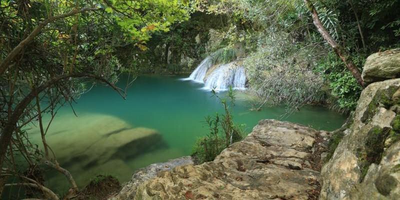 Ο επίγειος παράδεισος του Πολυλιμνίου βρίσκεται κοντά στο χωριό Χαραυγή και απέχει 33 χιλιόμετρα από την πόλη της Καλαμάτας.