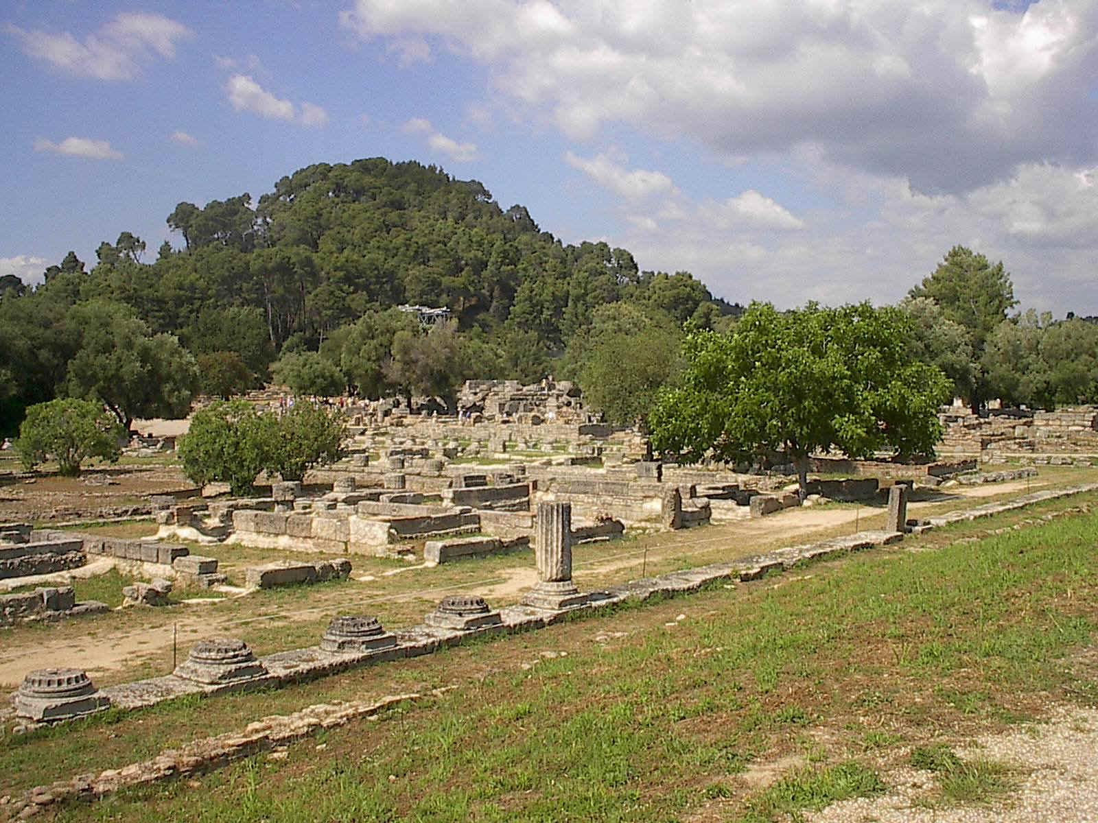 Εικόνες από τον αρχαιολογικό χώρο της Ολυμπίας.