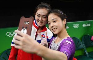 #20 Αθλήτριες αψήφισαν το μίσος Βόρειας και Νότιας Κορέας και έβγαλαν μαζί selfie.
