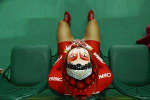 #27 Η Κινέζα Ζονγκ Τιανσί ολοκληρώνει τον δεύτερο γύρο ποδηλασίας πίστας.