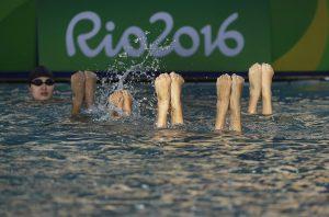#34 Η ομάδα της Κίνας στην Συγχρονισμένη κολύμβηση προπονείται στο κέντρο υγρού στίβου Μαρία Λενκ του Ριο.