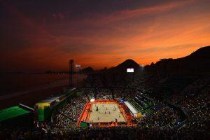 #3 Θέα του ηλιοβασιλέματος στο γήπεδο Beach Volleyball στην παραλίας της Κοπακαμπάνα.