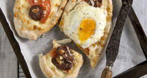 recipe_main_akis-petretzikis-peinirli-me-soutzouki-kai-avgo2